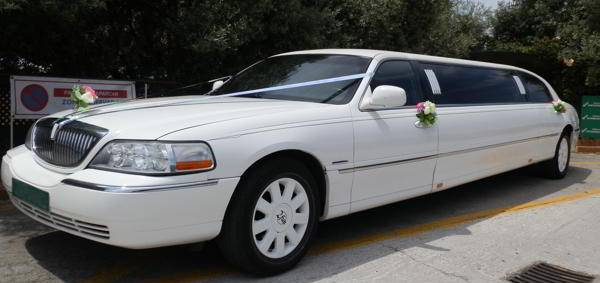 Basic wedding service for Lincoln Town Car