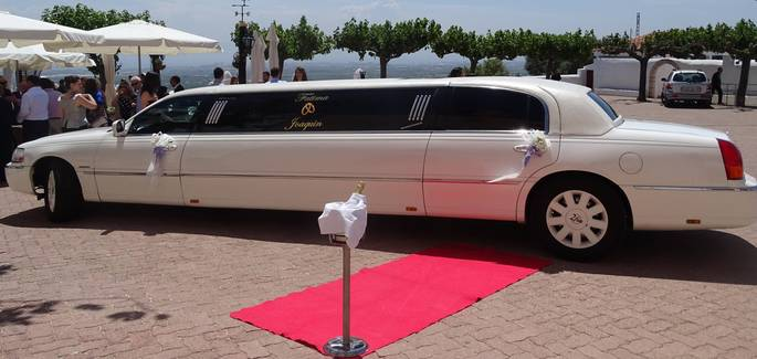 Premium wedding service for Lincoln Town Car